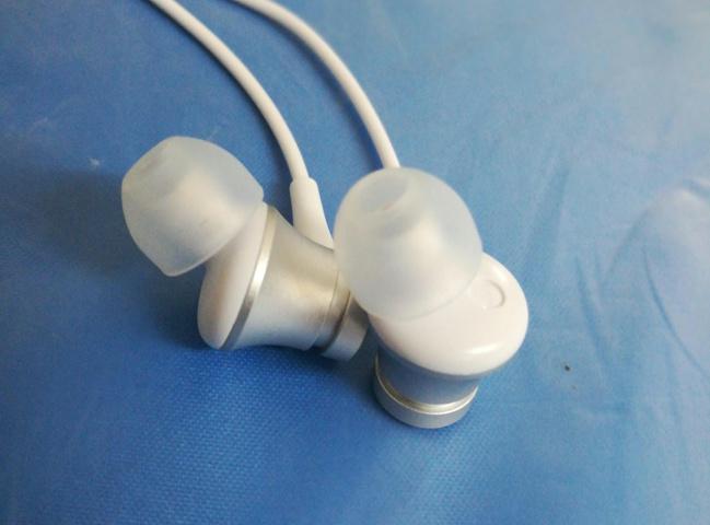 Mi_In-Ear_Headphones_Basic_04.jpg