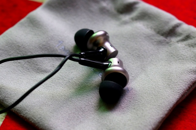 Mi_in-Ear_Headphones_Pro_HD_10.jpg