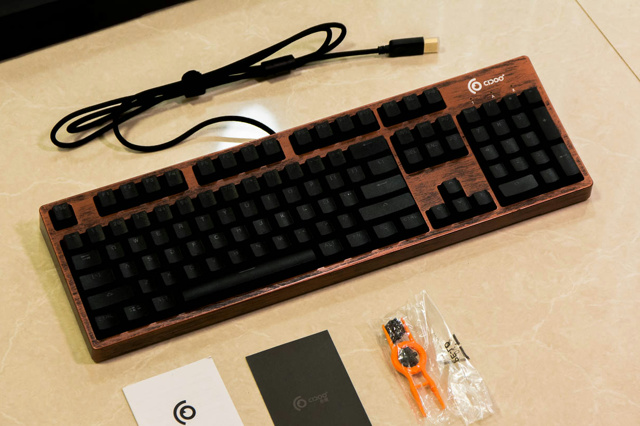 Optical_Mechanical_Keyboard_06.jpg