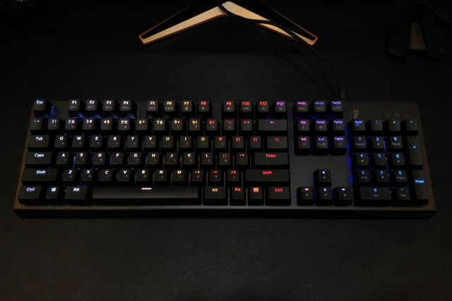 Optical_Mechanical_Keyboard_08.jpg