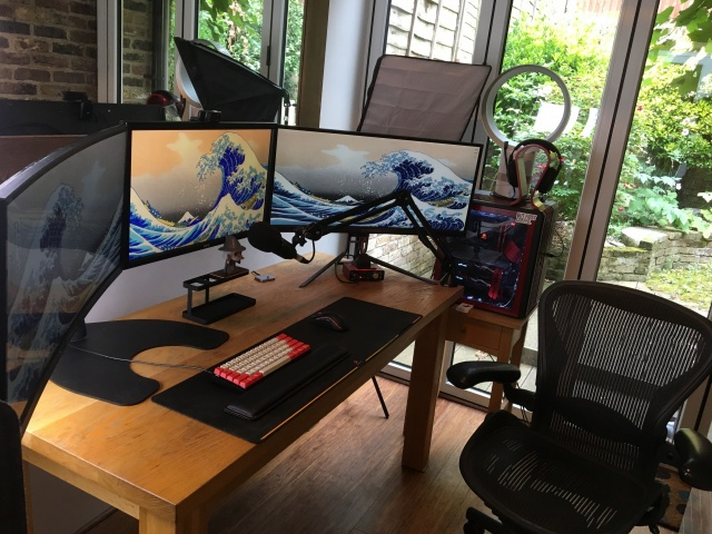 PC_Desk_MultiDisplay100_10.jpg