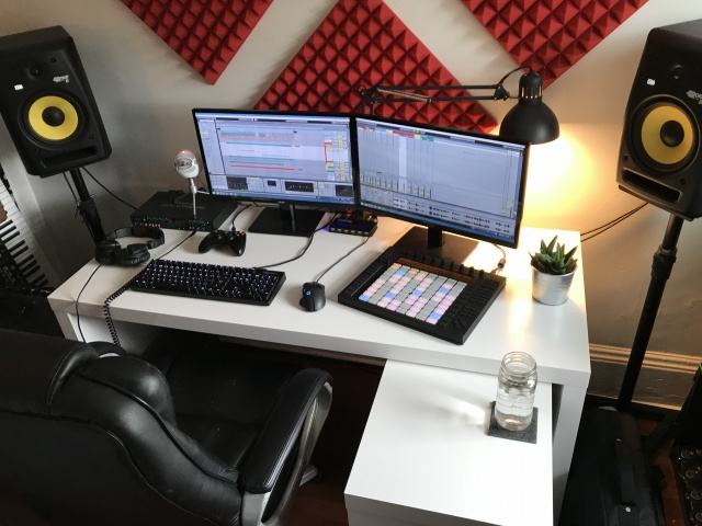 PC_Desk_MultiDisplay100_18.jpg
