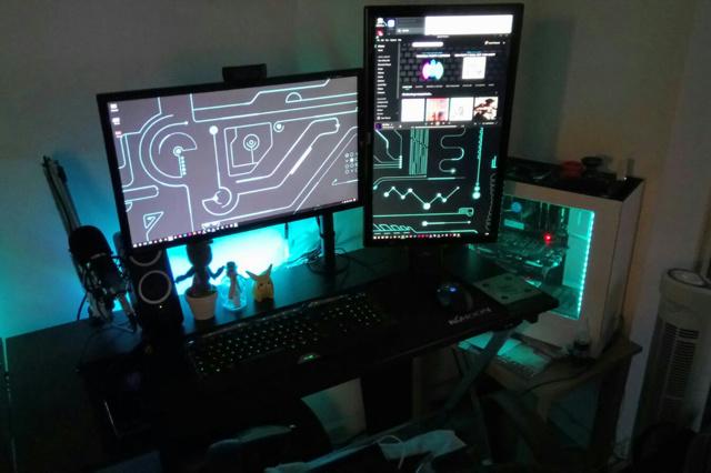PC_Desk_MultiDisplay100_25.jpg