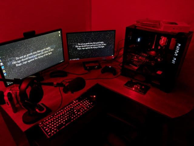 PC_Desk_MultiDisplay100_30.jpg