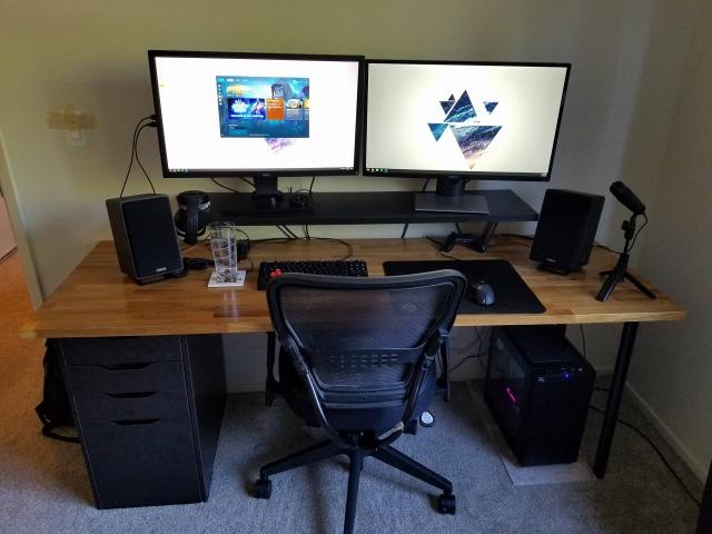 PC_Desk_MultiDisplay100_44.jpg