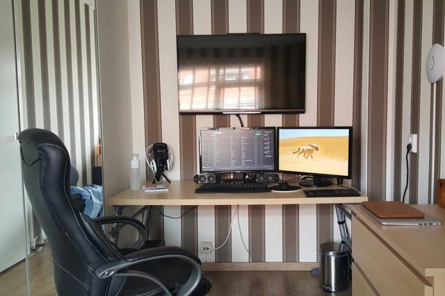 PC_Desk_MultiDisplay100_57.jpg