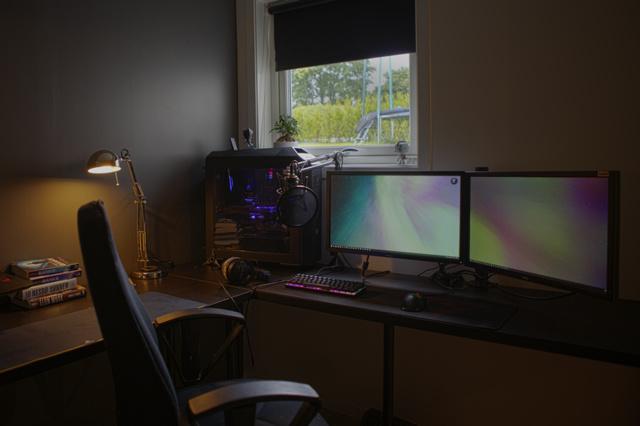 PC_Desk_MultiDisplay100_58.jpg