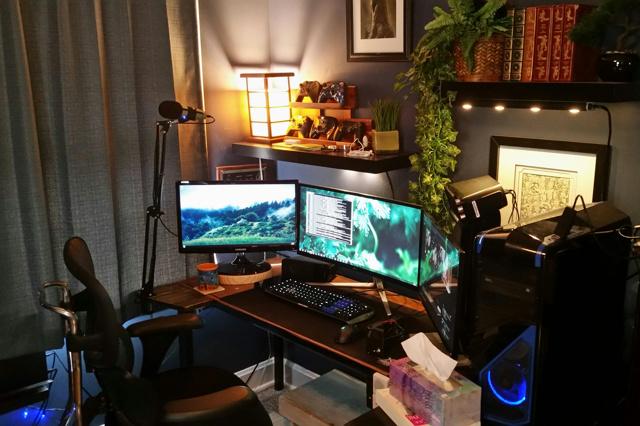 PC_Desk_MultiDisplay100_65.jpg