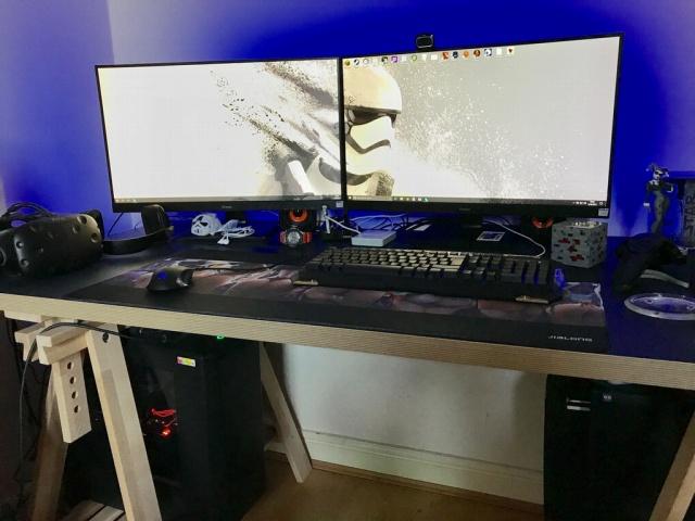 PC_Desk_MultiDisplay100_68.jpg