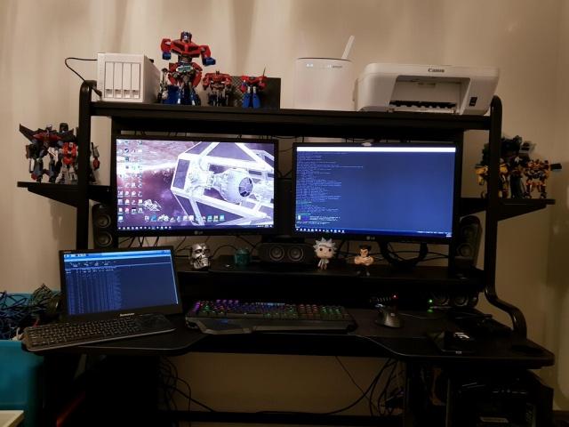 PC_Desk_MultiDisplay100_70.jpg