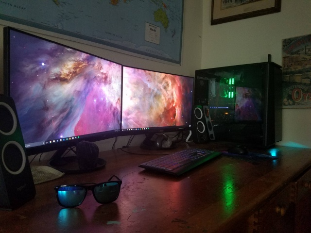 PC_Desk_MultiDisplay100_72.jpg
