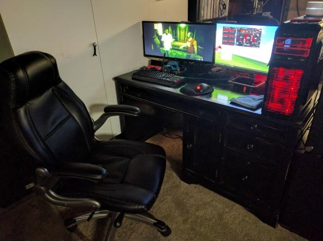PC_Desk_MultiDisplay100_85.jpg