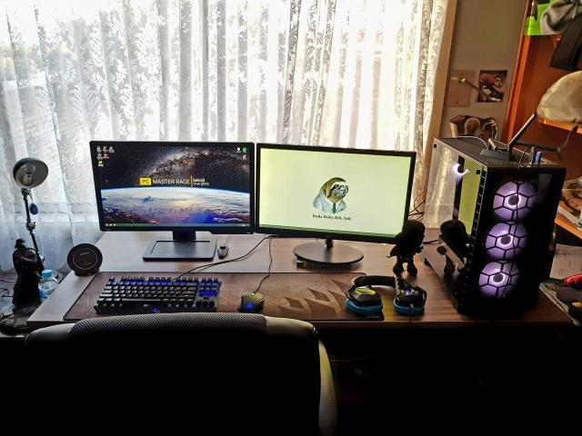 PC_Desk_MultiDisplay100_97.jpg
