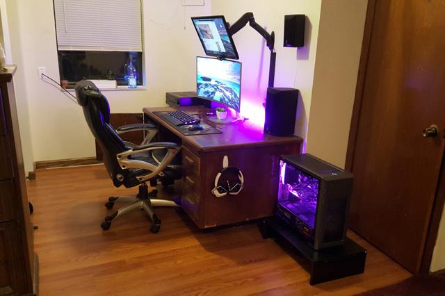 PC_Desk_MultiDisplay100_98.jpg