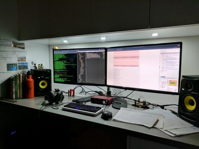 PC_Desk_MultiDisplay100_99.jpg