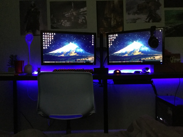 PC_Desk_MultiDisplay101_02.jpg