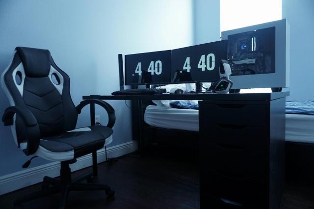PC_Desk_MultiDisplay101_05.jpg