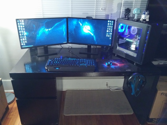 PC_Desk_MultiDisplay101_24.jpg