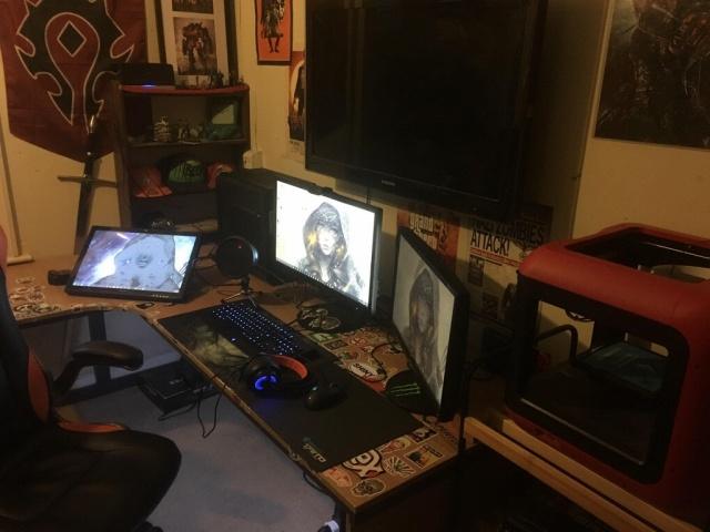 PC_Desk_MultiDisplay101_30.jpg
