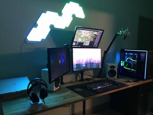 PC_Desk_MultiDisplay101_32.jpg