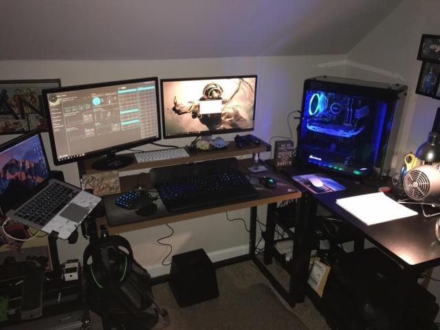 PC_Desk_MultiDisplay101_48.jpg