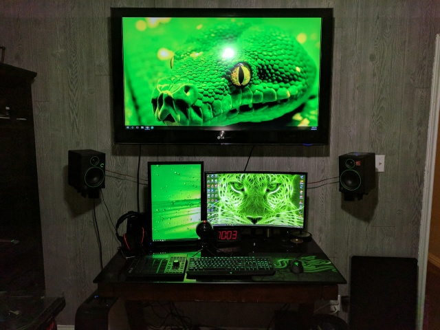 PC_Desk_MultiDisplay101_51.jpg