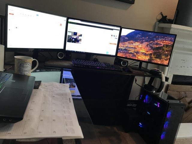PC_Desk_MultiDisplay101_79.jpg