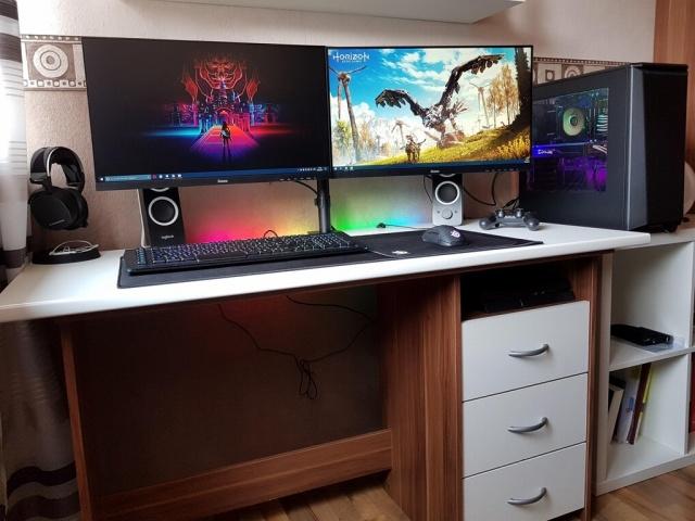 PC_Desk_MultiDisplay101_81.jpg