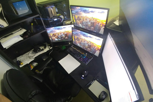 PC_Desk_MultiDisplay101_91.jpg