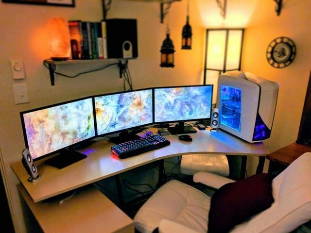 PC_Desk_MultiDisplay101_95.jpg