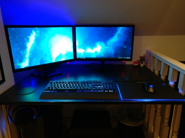 PC_Desk_MultiDisplay102_02.jpg
