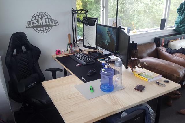 PC_Desk_MultiDisplay102_63.jpg