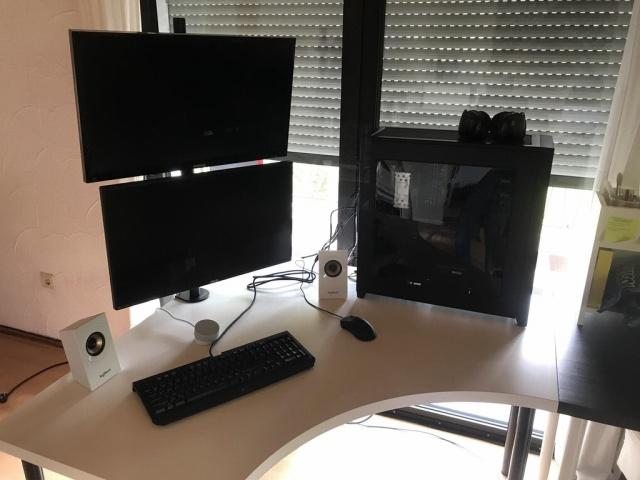 PC_Desk_MultiDisplay102_97.jpg