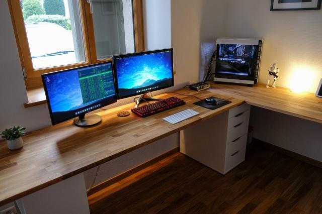 PC_Desk_MultiDisplay102_98.jpg
