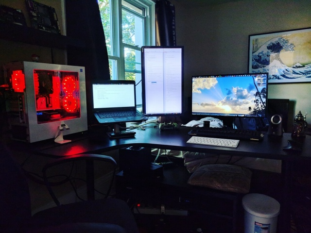 PC_Desk_MultiDisplay103_27.jpg