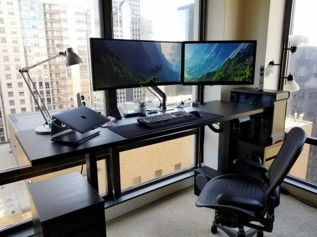 PC_Desk_MultiDisplay103_93.jpg