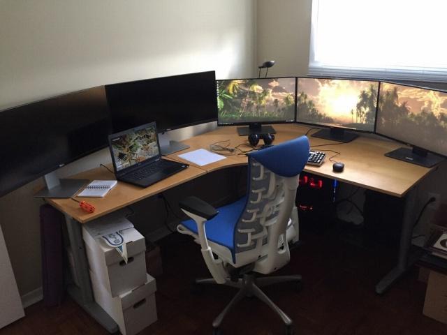 PC_Desk_MultiDisplay104_01.jpg