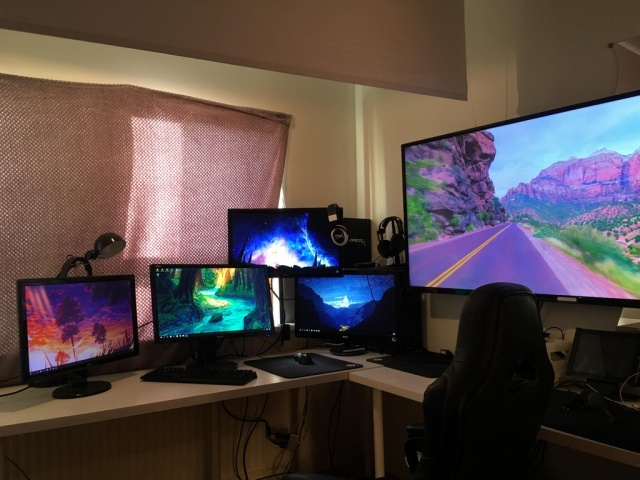 PC_Desk_MultiDisplay104_15.jpg
