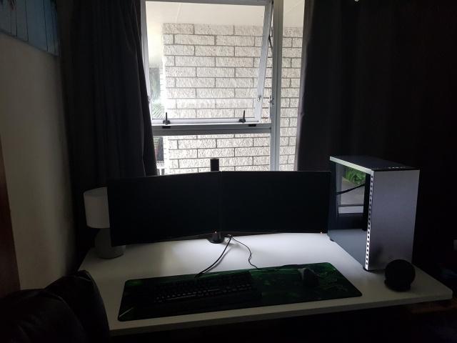 PC_Desk_MultiDisplay104_18.jpg
