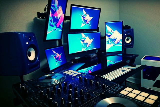 PC_Desk_MultiDisplay104_23.jpg