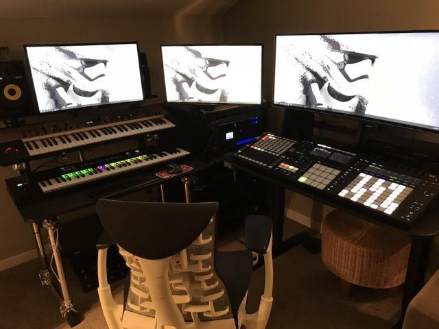 PC_Desk_MultiDisplay104_24.jpg