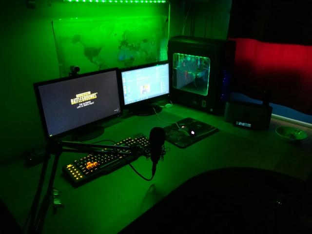 PC_Desk_MultiDisplay104_33.jpg