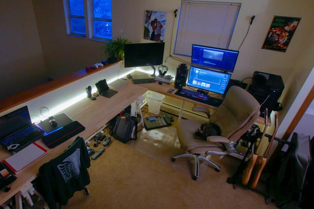 PC_Desk_MultiDisplay104_35.jpg