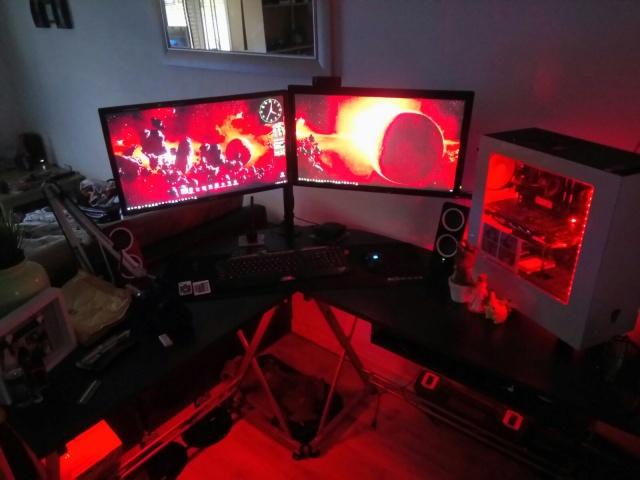 PC_Desk_MultiDisplay104_48.jpg