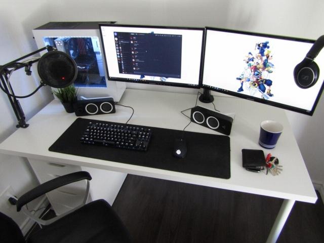 PC_Desk_MultiDisplay104_53.jpg