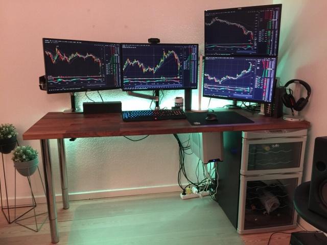 PC_Desk_MultiDisplay104_59.jpg
