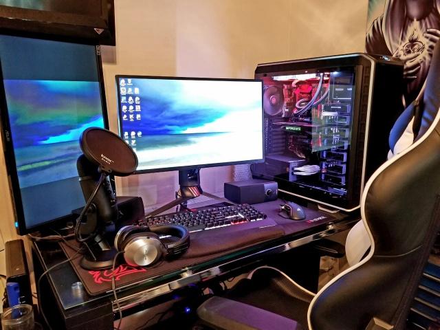 PC_Desk_MultiDisplay104_61.jpg