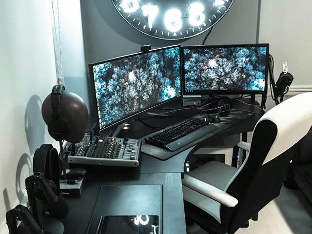 PC_Desk_MultiDisplay104_63.jpg