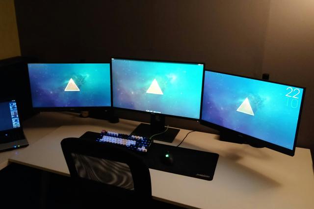 PC_Desk_MultiDisplay104_66.jpg