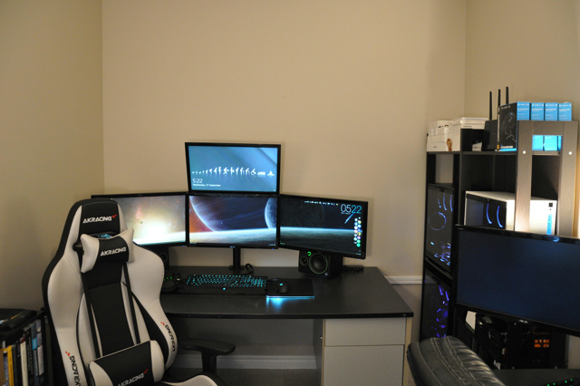 PC_Desk_MultiDisplay104_70.jpg